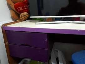 Escritorio Mesa dormitorio grande usado violeta