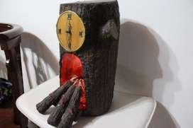 reloj con chimenea