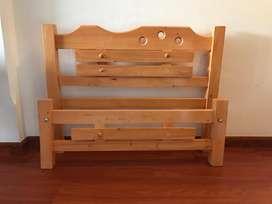 Cama sencilla en madera
