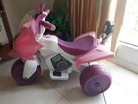 Moto eléctrica niña