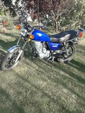 Vendo moto en muy buen estado.