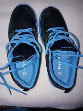 vendo zapatillas nuevas 1 sola vez usada en perfectas condiciones