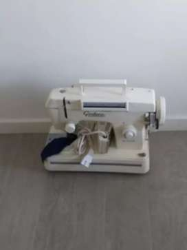 Maquina de coser godeco. Impecable.