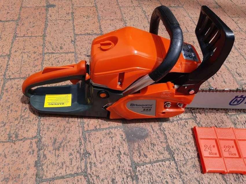 oferta de motosierra husqvana referencia 555 de 4.0 caballos de fuerza con espada de 70 cm disponible llamanos