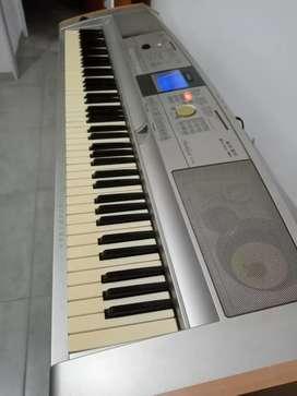 Yamaha PortableGrand DGX-505