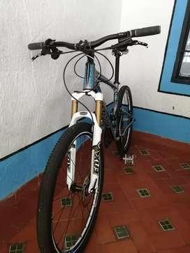 Vendo bicicleta doble suspensión  o cambio por bicicleta rin 29