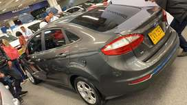 Vendo carro Ford Fiesta se
