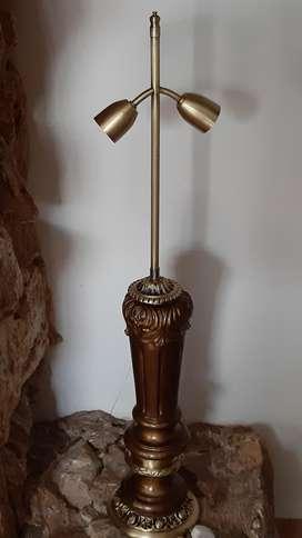 Lámpara de Bronce y Madera.