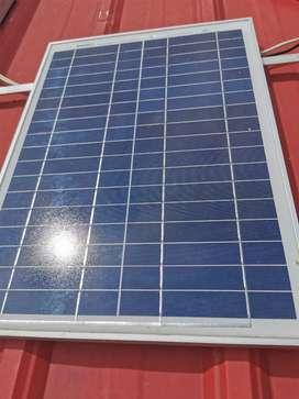 Hermoso panel solar de 20 watts con poco uso