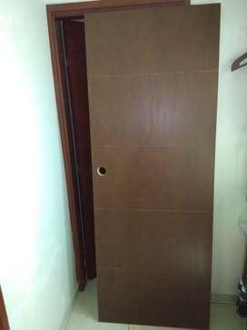 Puerta nueva se vende 0.75x2m Capri pintada REGALADA