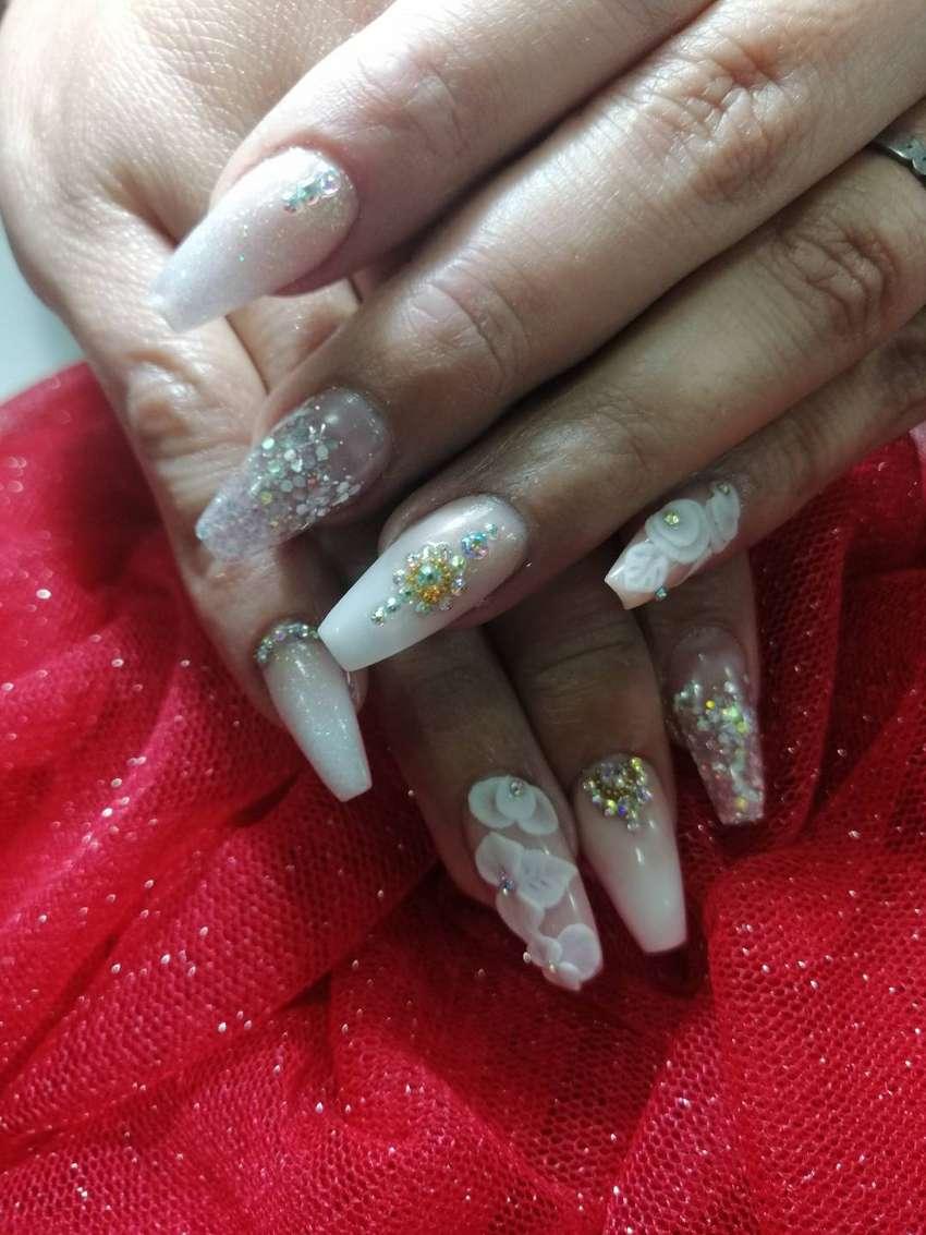Solicito técnica manicurista con experiencia en uñas acrilicas 0