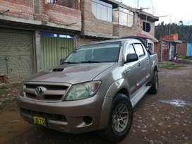 SE VENDE CAMIONETA HILUX TURBO INTER COOLER 4X4
