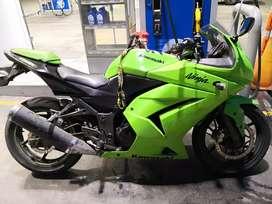 Vendo ninja 250R único dueño tecnomecanico hasta agosto 2020 y soat hasta julio 2020 totalmente original