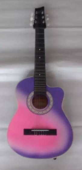 Se vende guitarra rosa con morado negociable