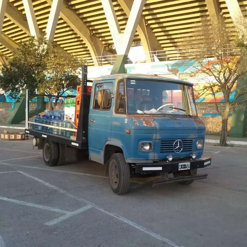 Mercedes Benz 608 camión modelo 85 caja playa un tanque 0