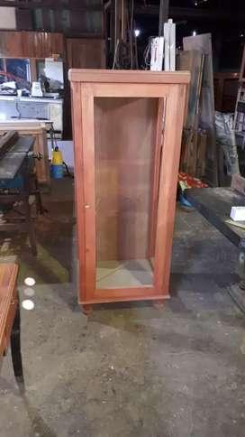 Hacemos muebles a medida... todos trabajos en carpinteria general tambien herreria.. y pintura
