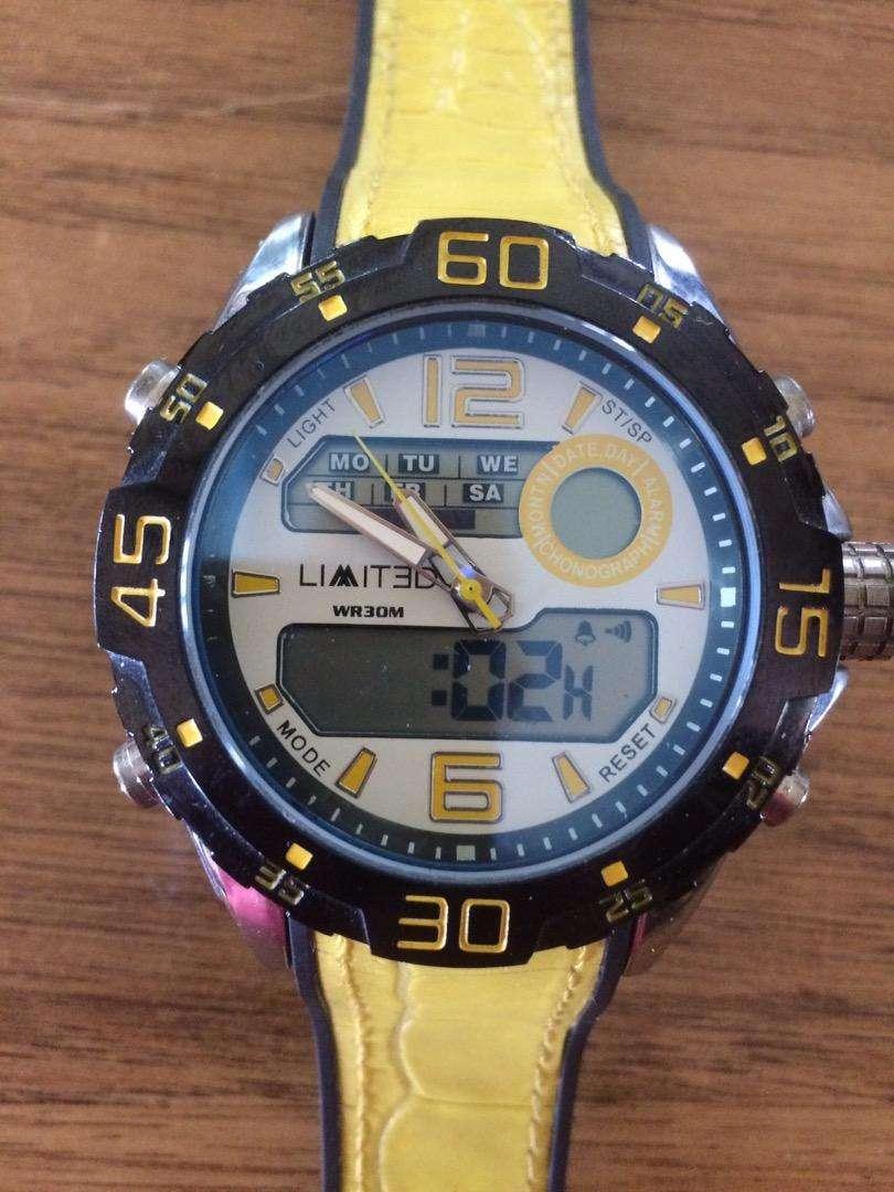 Lindo Reloj Acuatico Limited vendo o cambio por laptop 0