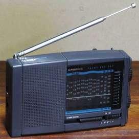 Grundig Yacht Boy 207 Radio AM. FM y Nueve Bandas de Onda Corta. Funcionanado.