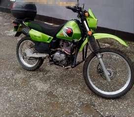 Motocicleta Dr-200
