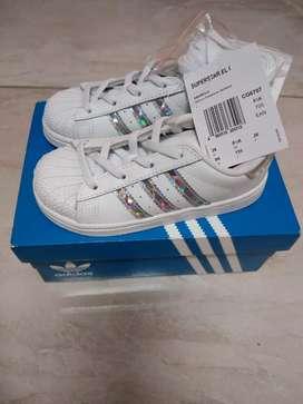 Zapatillas Adidas Superstar blancas talla 26