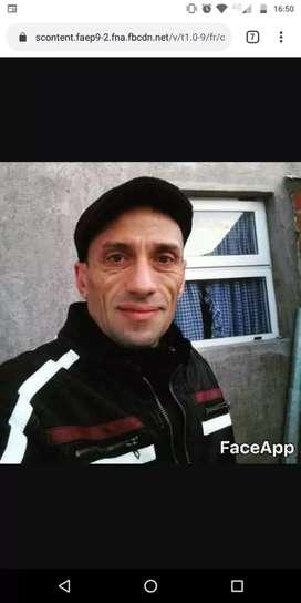 Hombre de 44 años se ofrece para el cuidado de adultos mayores.