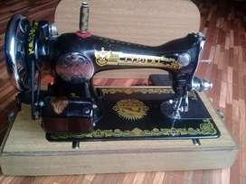 Vendo máquina de coser excelente estado.