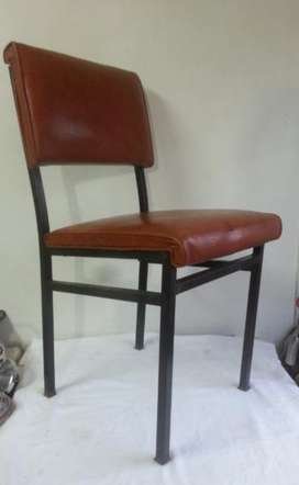 Antigua silla metálica Retro