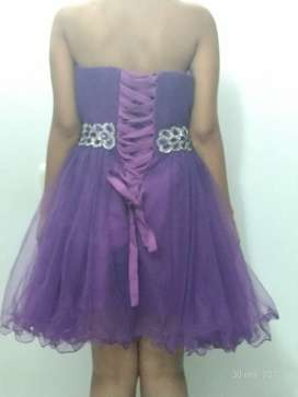 Vestido morado quinceañera talla 6-8 nuevo sin marca
