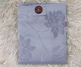 Se vende cortina nueva de 2 piezas de excelente calidad