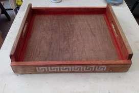Bandeja madera recuperada artesanal decorada y barnizada