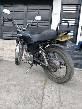 Vendo moto ax100 modelo 2006 recién reparada hace 4 días