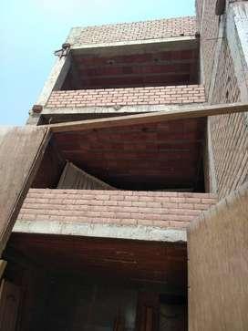 Venta de un Pequeño Edificio en La Urbanizacion El Golf de Huampani