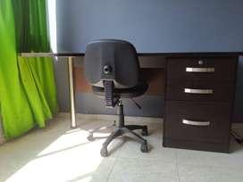 Vendo Escritorio para oficina con silla - Usado - 3 cajones