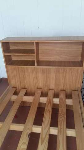Cama con respaldo tipo mueble