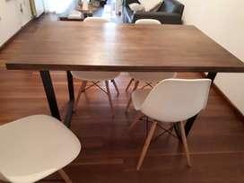 Vendo mesa industrial + 4 sillas eames