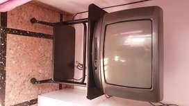 """Televisor Sanyo 21"""" + mesa"""