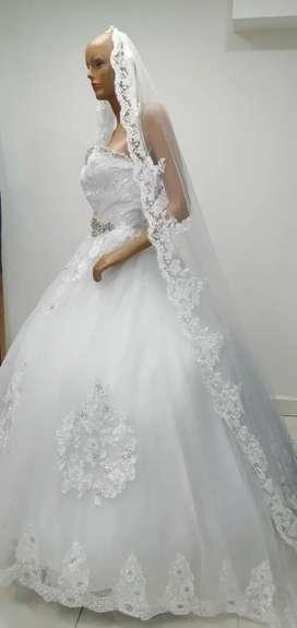 Alquiler de vestidos de coctel, matrimonio,primeracomunion