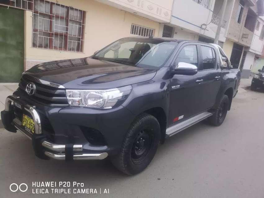 Se vende Toyota hillux 4x2 Sr full 0