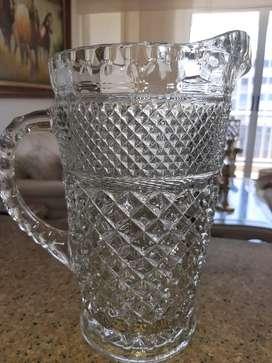 Jarra antigua en cristal