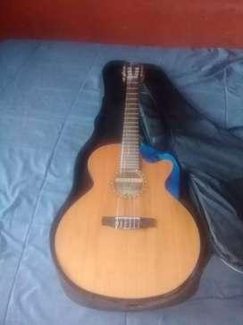 Vendo guitarra CORT con estuche
