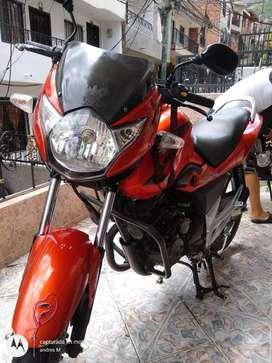 Vendo moto Suzuki en muy buen estado. Caja 6 cc 150