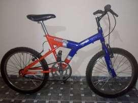 Bicicleta mediana de segunda.