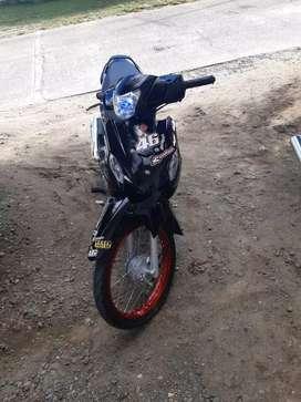 Se vende moto casi nueva
