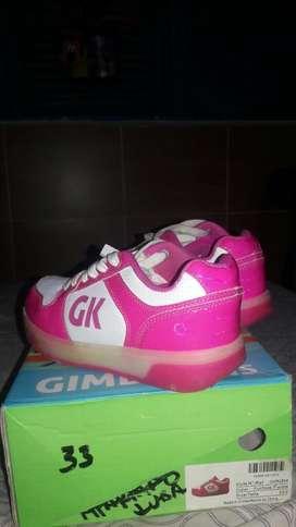 Vendo Zapatos con Ruedas Y Luces Led
