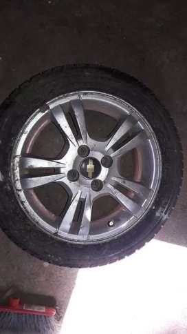 Llanta de aliacíon R 15 marca Chevrolet