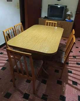 Mesa de comedor extensible con 6 sillas y vajillero