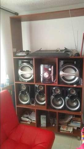 Multimueble y equipo de sonido