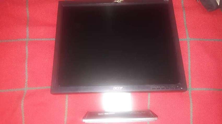 Monitor Acer V137 LCD
