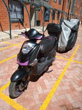 Se vende moto  2018 o se cambia por un carro
