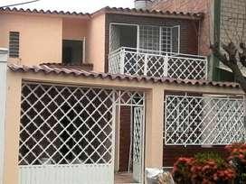 Se vende casa en el barrio GUAIMARAL, A una cuadra de unicentro
